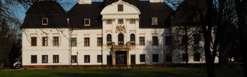 A zsirai Rimanóczy kastélyt Európa egyik legszebb kiskastélyaként tartják számon.